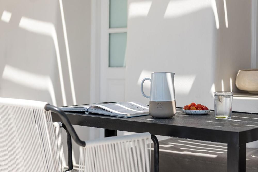 f13_porto_fira_suites_santorini_greece_interior_design_laboratorium_photo_giorgo.jpg