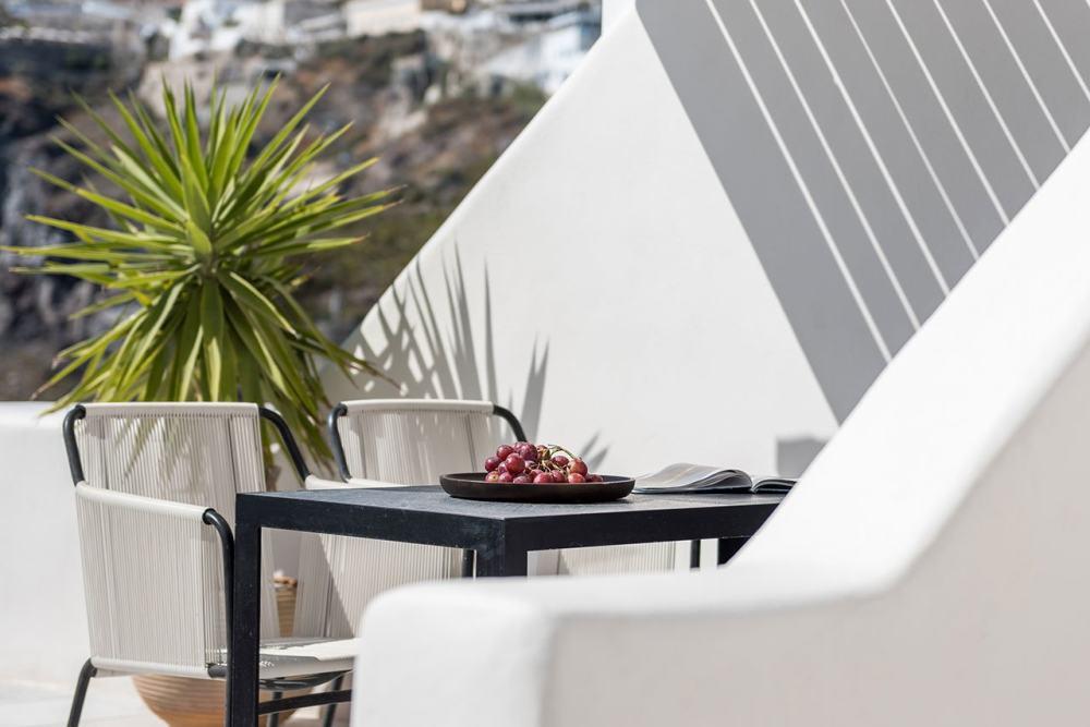 f14_porto_fira_suites_santorini_greece_interior_design_laboratorium_photo_giorgo.jpg