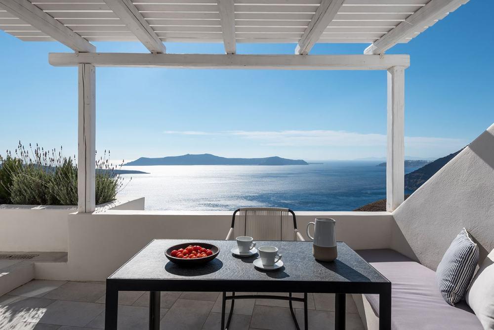 f15_porto_fira_suites_santorini_greece_interior_design_laboratorium_photo_giorgo.jpg