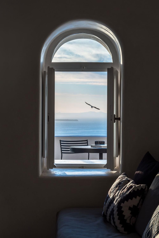 f18_porto_fira_suites_santorini_greece_interior_design_laboratorium_photo_giorgo.jpg