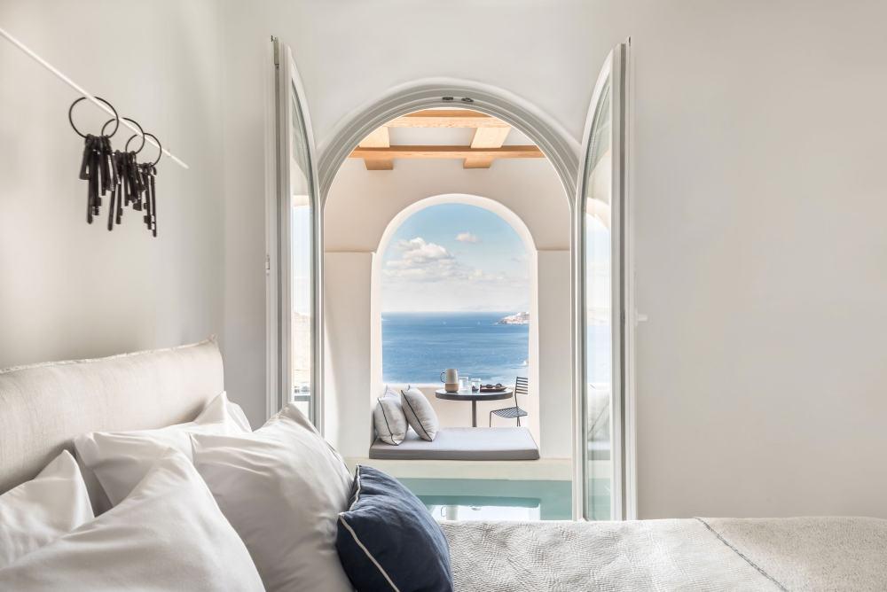 爱琴海的民宿就应该像这样,像天堂般的宁静。_p1_porto_fira_suites_santorini_greece_interior_design_laboratorium_photo_giorgos.jpg