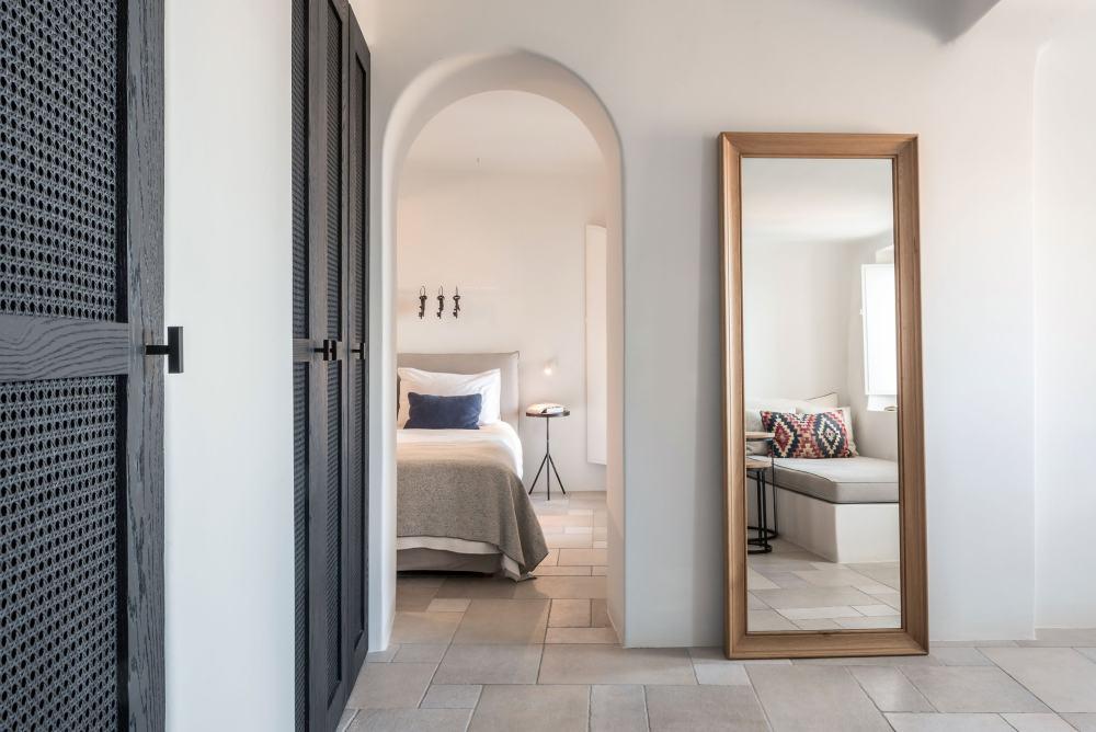 p2_porto_fira_suites_santorini_greece_interior_design_laboratorium_photo_giorgos.jpg