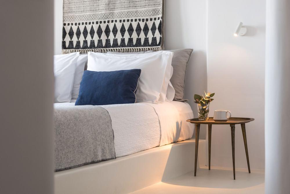 p4_porto_fira_suites_santorini_greece_interior_design_laboratorium_photo_giorgos.jpg
