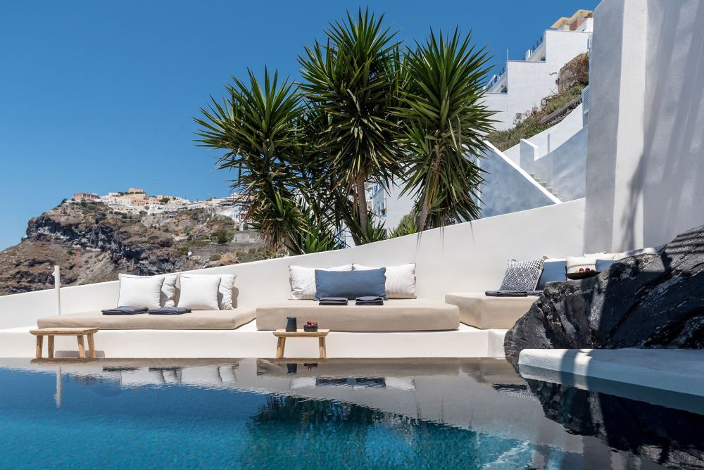 p5_porto_fira_suites_santorini_greece_interior_design_laboratorium_photo_giorgos.jpg