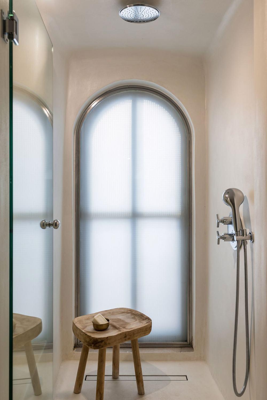 s1_porto_fira_suites_santorini_greece_interior_design_laboratorium_photo_giorgos.jpg