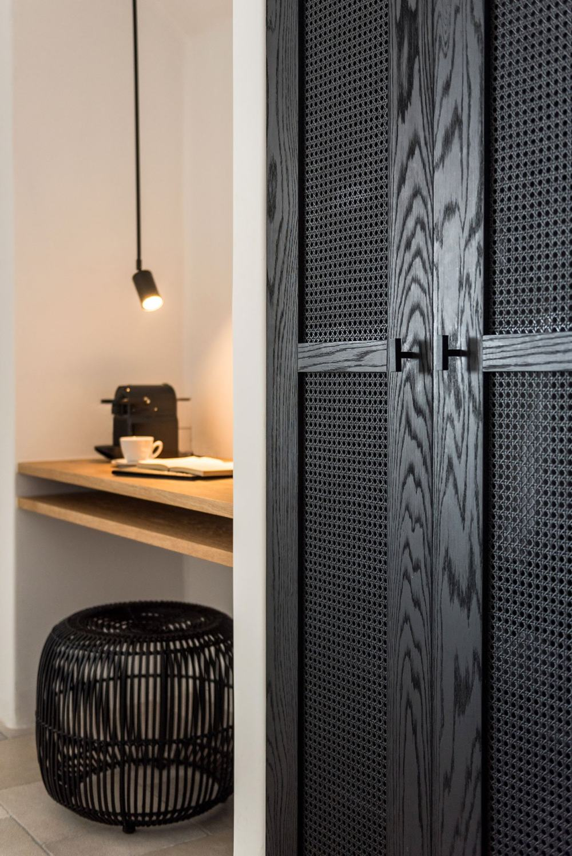 s7_porto_fira_suites_santorini_greece_interior_design_laboratorium_photo_giorgos.jpg