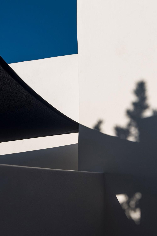 s9_porto_fira_suites_santorini_greece_interior_design_laboratorium_photo_giorgos.jpg
