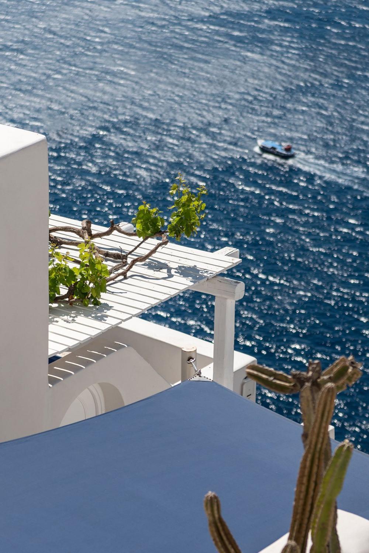 s12_porto_fira_suites_santorini_greece_interior_design_laboratorium_photo_giorgo.jpg