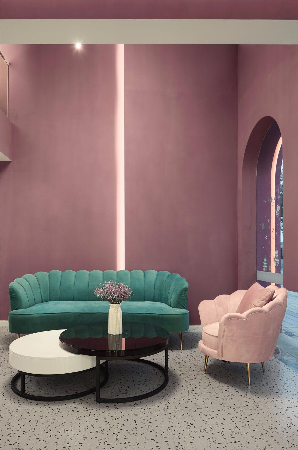 南舍空间新作——常州荷尔蒙美甲美睫皮肤管理_沙发用粉色与蓝色等相近色搭配,尽显女人的妩媚。