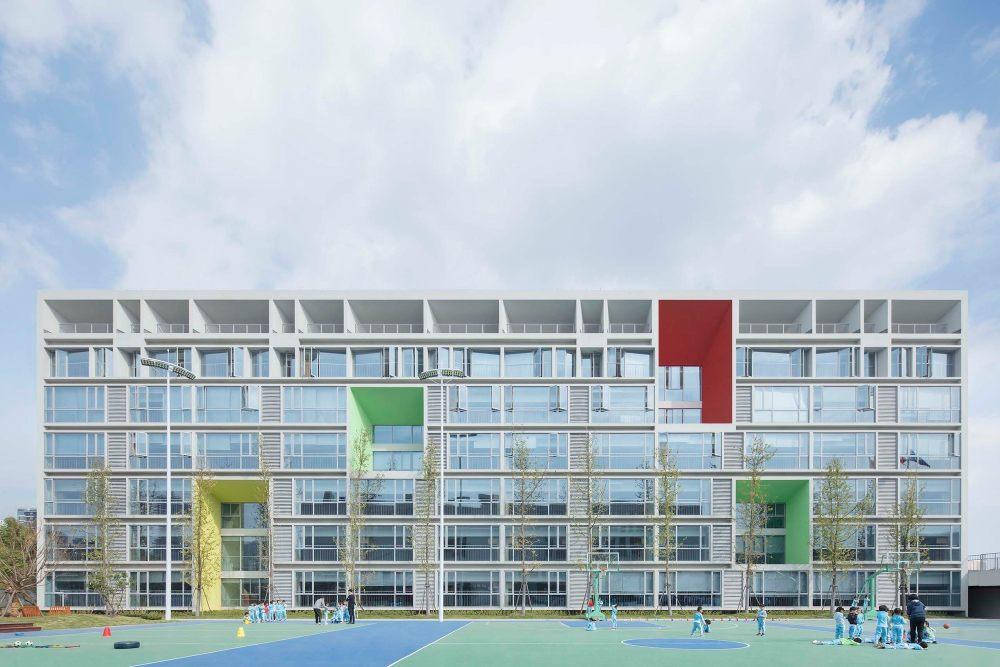摄影师夏至)崇文14_宿舍的立面直接反映了内部空间的功能分布.jpg
