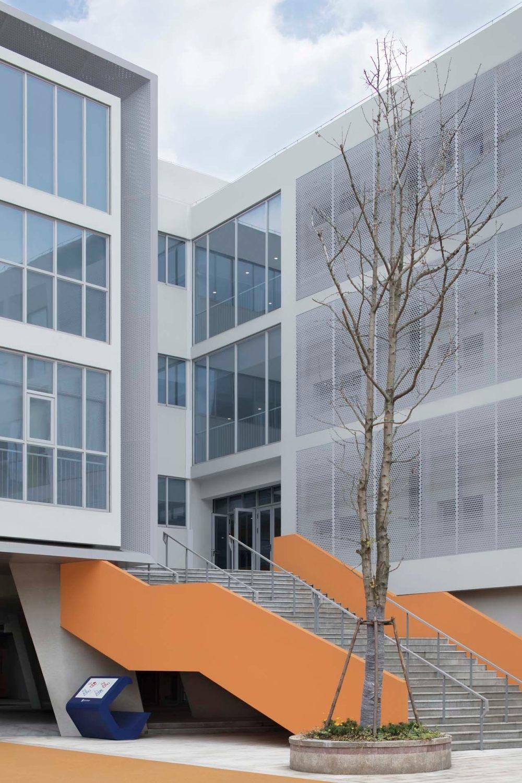 摄影师夏至)崇文15_直达二层的大楼梯更好地分流学生.jpg