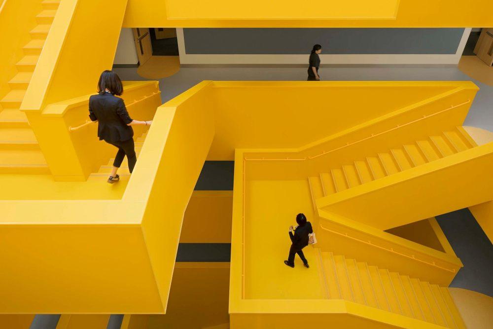 摄影师夏至)崇文24_中轴线楼梯的转折变化,提供多样的视角和相遇.jpg