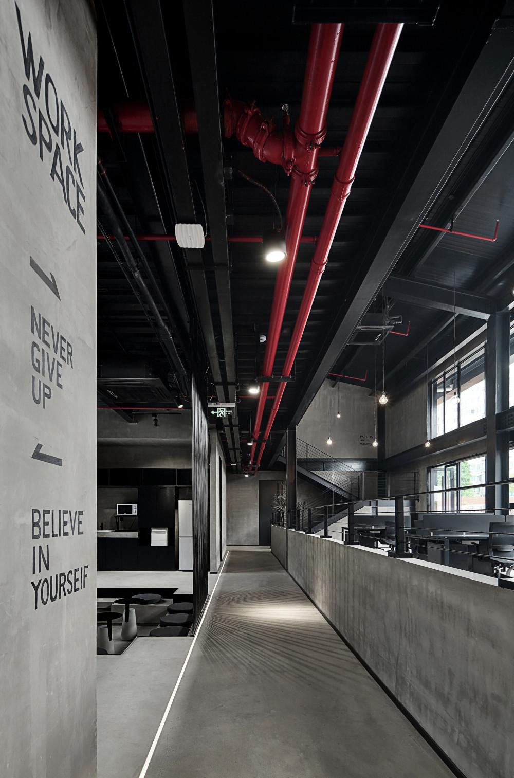上海腾远科创园   慢珊瑚设计_通往办公区的过道1.jpg