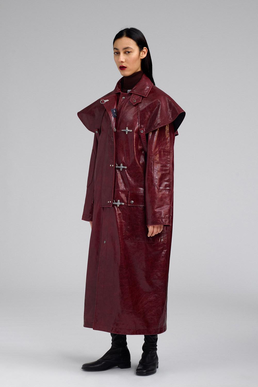 Fay时装系列感受潮流雨衣和短外套适合女性穿着别致的小腿裙-1.jpg
