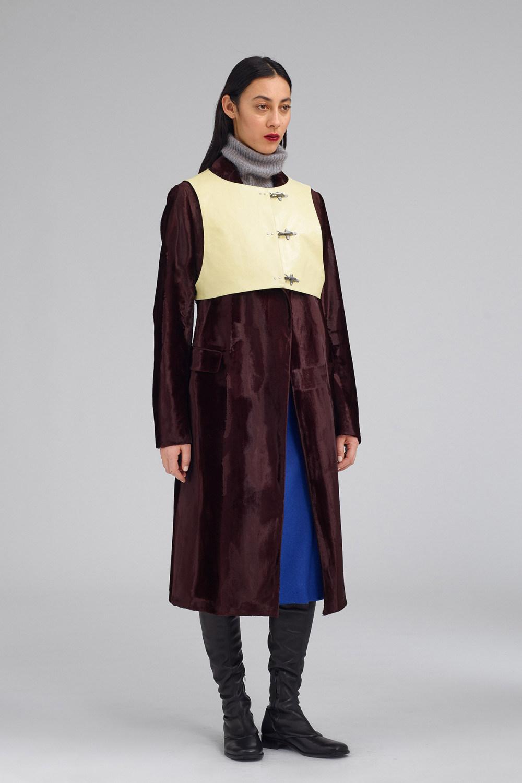 Fay时装系列感受潮流雨衣和短外套适合女性穿着别致的小腿裙-8.jpg