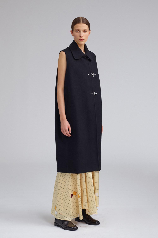 Fay时装系列感受潮流雨衣和短外套适合女性穿着别致的小腿裙-20.jpg