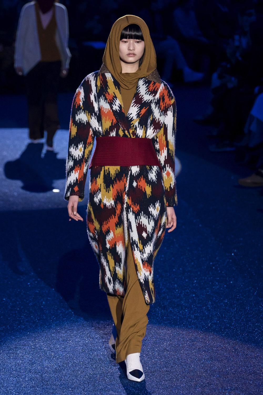 Missoni时装系列图形拼色也有助于丰富最小的无袖或单肩束腰外衣-1.jpg