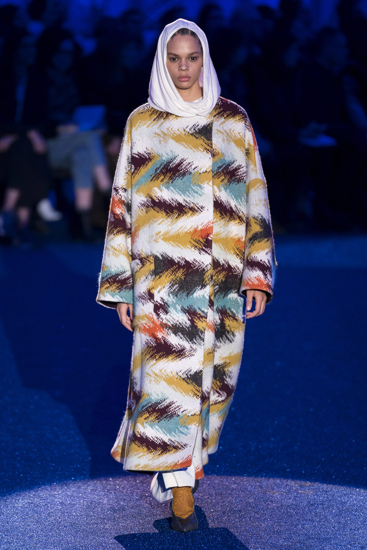 Missoni时装系列图形拼色也有助于丰富最小的无袖或单肩束腰外衣-4.jpg