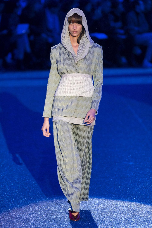 Missoni时装系列图形拼色也有助于丰富最小的无袖或单肩束腰外衣-5.jpg