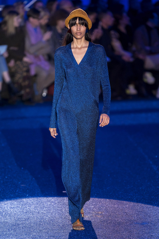 Missoni时装系列图形拼色也有助于丰富最小的无袖或单肩束腰外衣-10.jpg