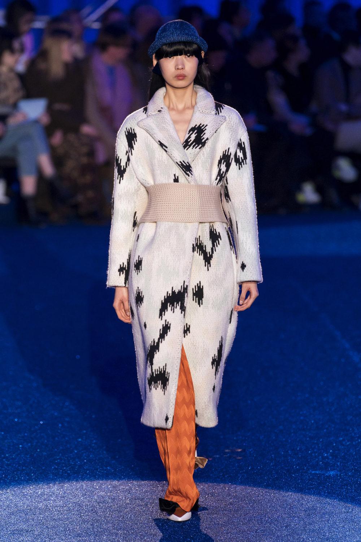 Missoni时装系列图形拼色也有助于丰富最小的无袖或单肩束腰外衣-11.jpg