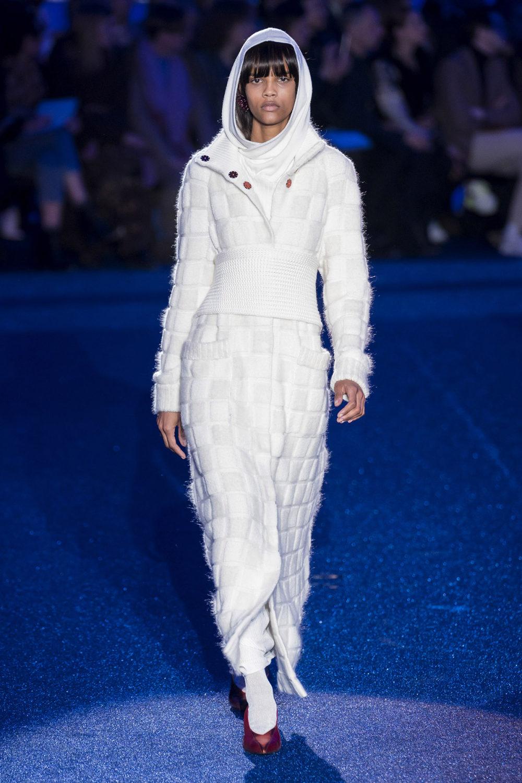 Missoni时装系列图形拼色也有助于丰富最小的无袖或单肩束腰外衣-12.jpg