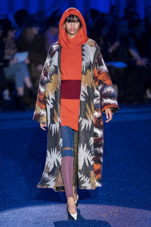 Missoni时装系列图形拼色也有助于丰富最小的无袖或单肩束腰外衣-13.jpg