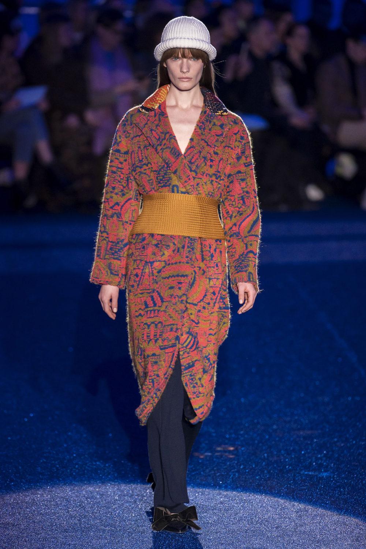 Missoni时装系列图形拼色也有助于丰富最小的无袖或单肩束腰外衣-15.jpg