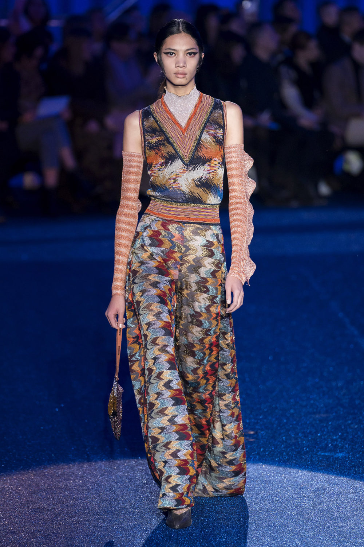 Missoni时装系列图形拼色也有助于丰富最小的无袖或单肩束腰外衣-18.jpg