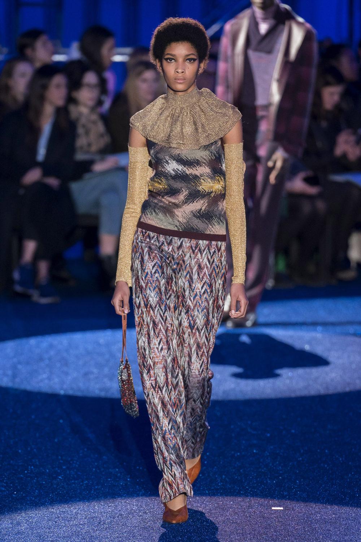 Missoni时装系列图形拼色也有助于丰富最小的无袖或单肩束腰外衣-21.jpg