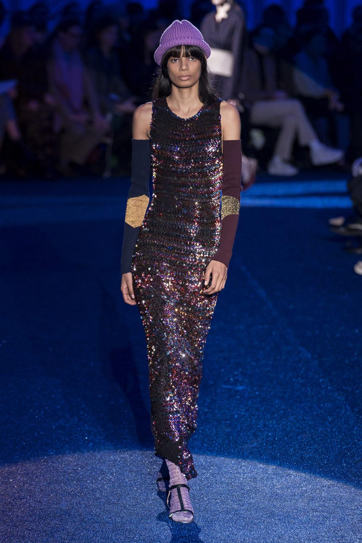 Missoni时装系列图形拼色也有助于丰富最小的无袖或单肩束腰外衣-24.jpg
