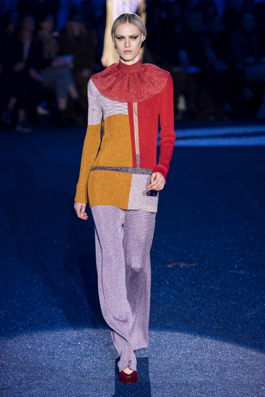 Missoni时装系列图形拼色也有助于丰富最小的无袖或单肩束腰外衣-33.jpg