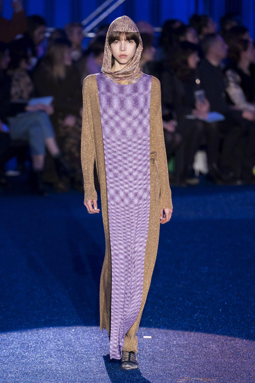 Missoni时装系列图形拼色也有助于丰富最小的无袖或单肩束腰外衣-34.jpg