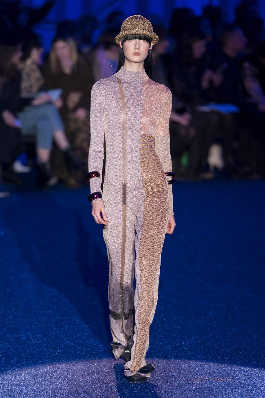 Missoni时装系列图形拼色也有助于丰富最小的无袖或单肩束腰外衣-36.jpg
