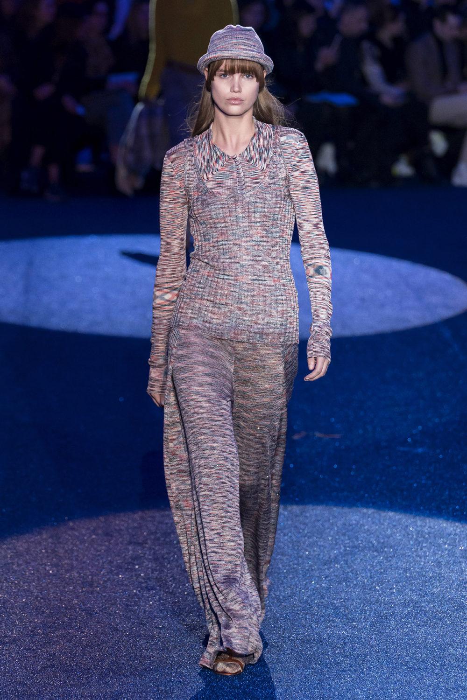 Missoni时装系列图形拼色也有助于丰富最小的无袖或单肩束腰外衣-37.jpg