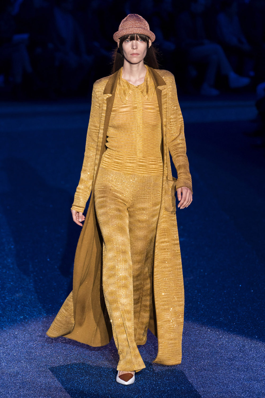 Missoni时装系列图形拼色也有助于丰富最小的无袖或单肩束腰外衣-39.jpg