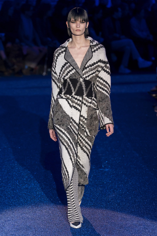Missoni时装系列图形拼色也有助于丰富最小的无袖或单肩束腰外衣-45.jpg