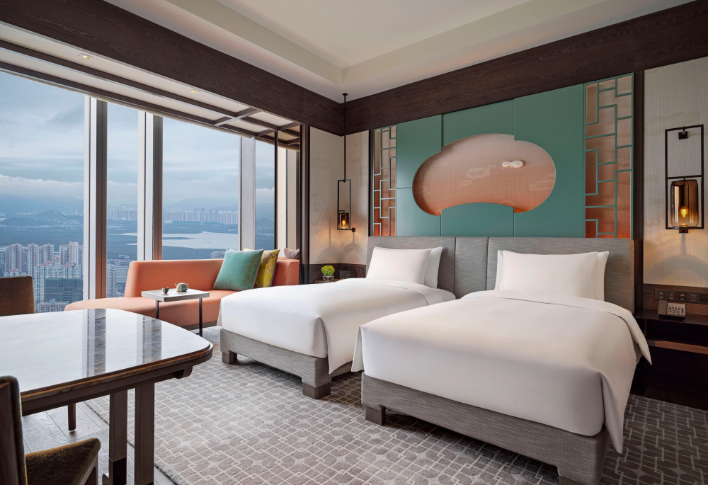 Park-Hyatt-Shenzhen-P018-Two-Twin-Beds-with-Skyline-View.png