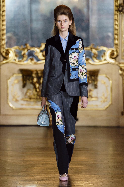 Vivetta时装系列叶子和雏菊般的花朵用3D刺绣完成珍珠和花式镜架-3.jpg