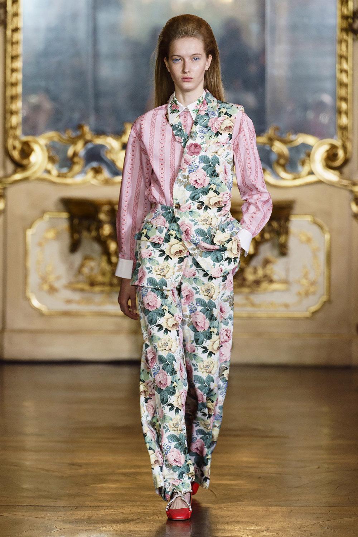 Vivetta时装系列叶子和雏菊般的花朵用3D刺绣完成珍珠和花式镜架-5.jpg