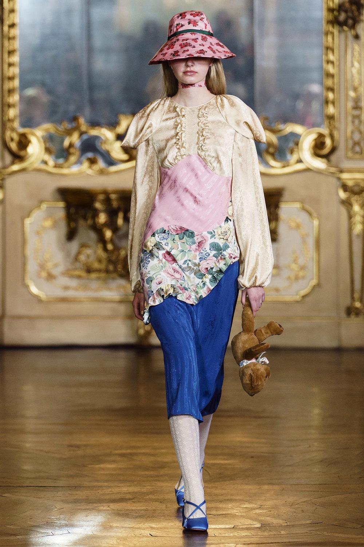 Vivetta时装系列叶子和雏菊般的花朵用3D刺绣完成珍珠和花式镜架-6.jpg