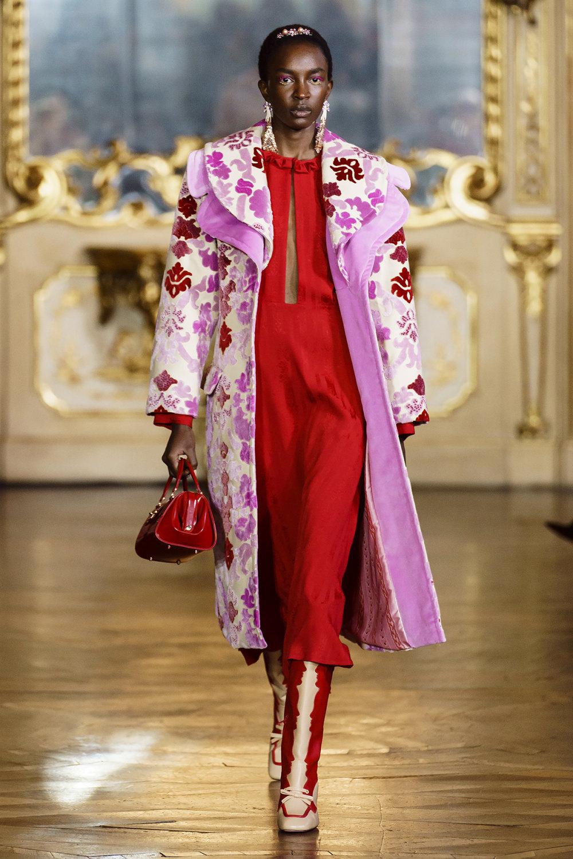 Vivetta时装系列叶子和雏菊般的花朵用3D刺绣完成珍珠和花式镜架-8.jpg