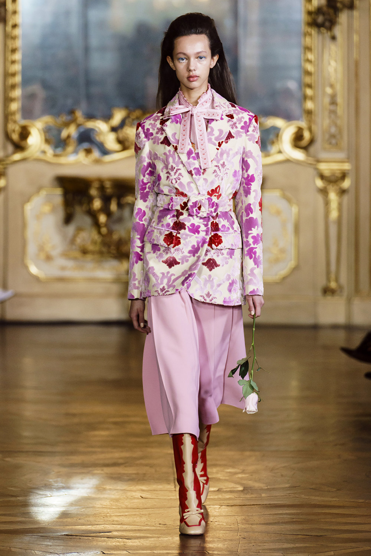 Vivetta时装系列叶子和雏菊般的花朵用3D刺绣完成珍珠和花式镜架-10.jpg