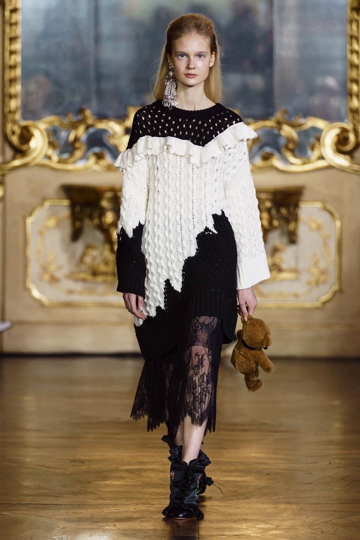 Vivetta时装系列叶子和雏菊般的花朵用3D刺绣完成珍珠和花式镜架-19.jpg