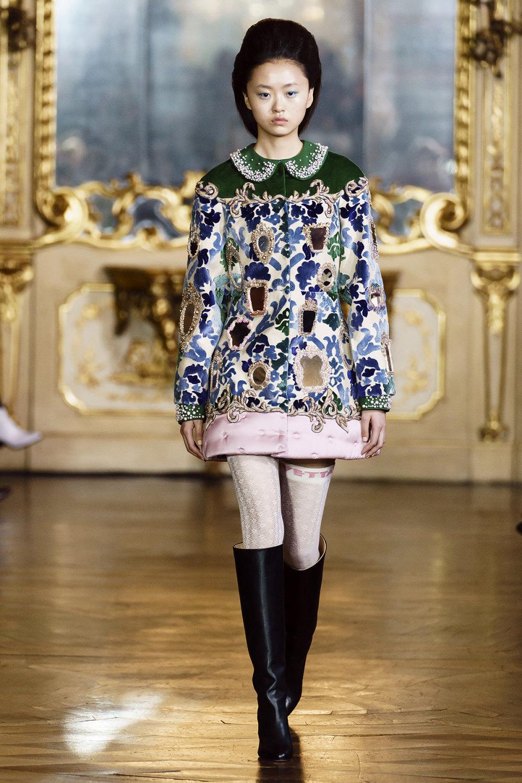 Vivetta时装系列叶子和雏菊般的花朵用3D刺绣完成珍珠和花式镜架-23.jpg