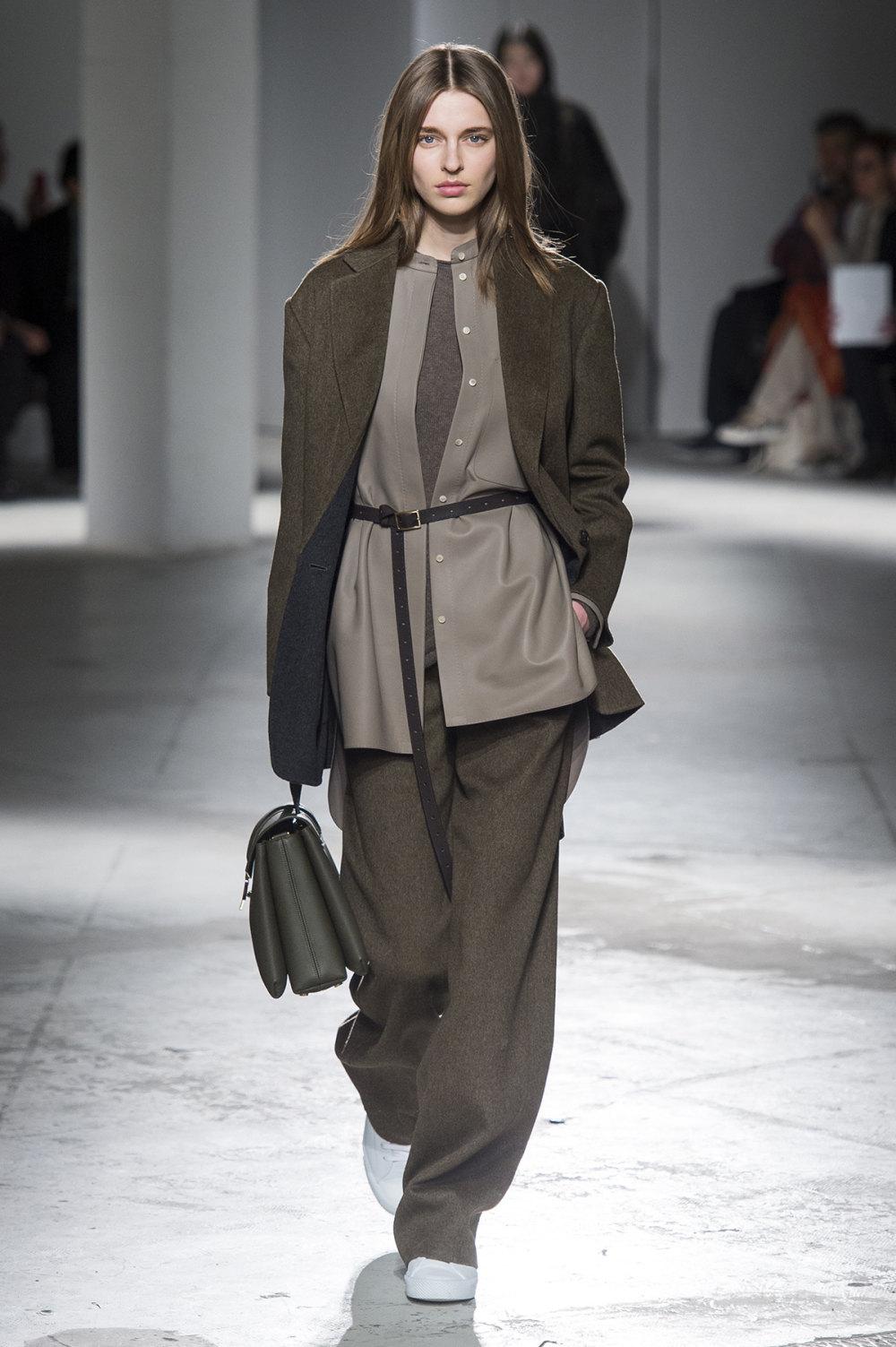 Agnona时装系列有纹理外套长而瘦有些穿着浴袍宽腿裤套装有巧克力-21.jpg