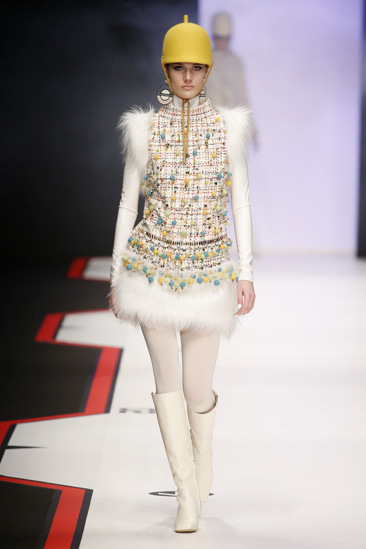 Elisabetta Franchi时装系列简约時尚的蓝色外套衬有印花迷你裙-2.jpg