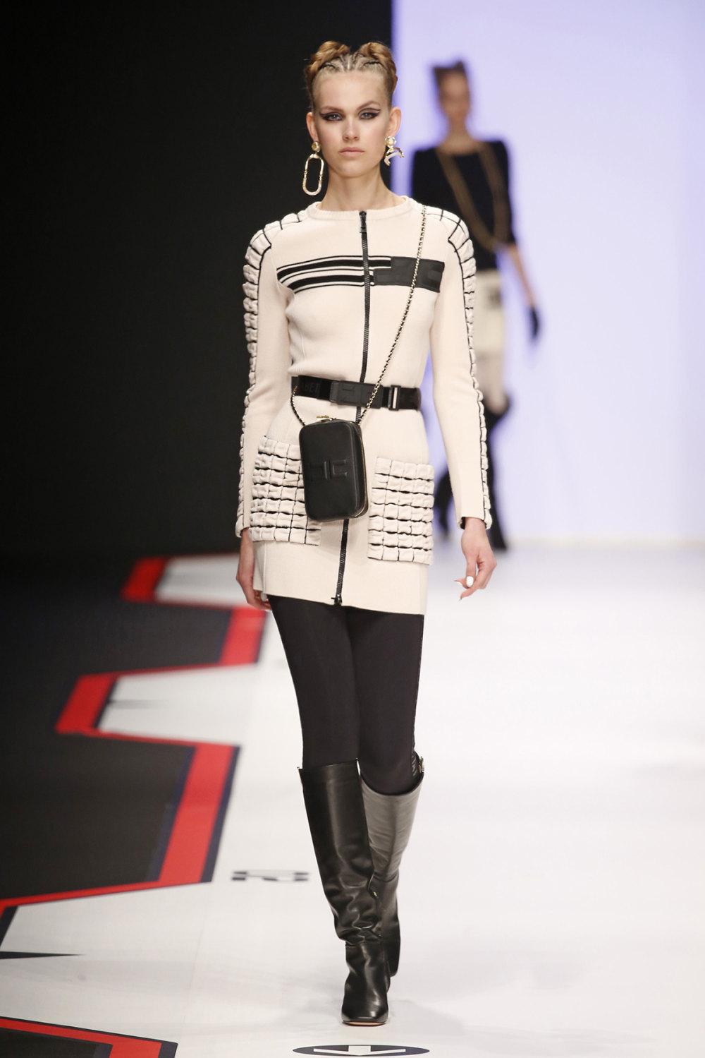 Elisabetta Franchi时装系列简约時尚的蓝色外套衬有印花迷你裙-18.jpg