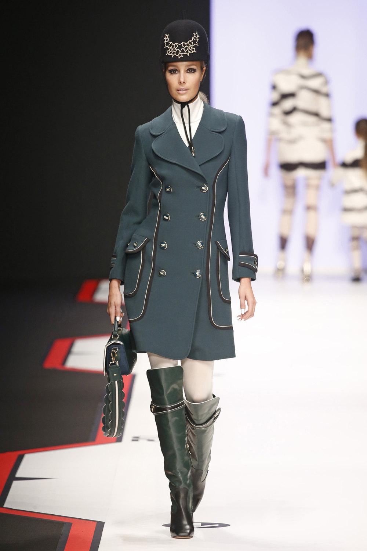 Elisabetta Franchi时装系列简约時尚的蓝色外套衬有印花迷你裙-24.jpg