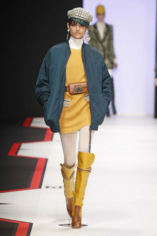 Elisabetta Franchi时装系列简约時尚的蓝色外套衬有印花迷你裙-25.jpg